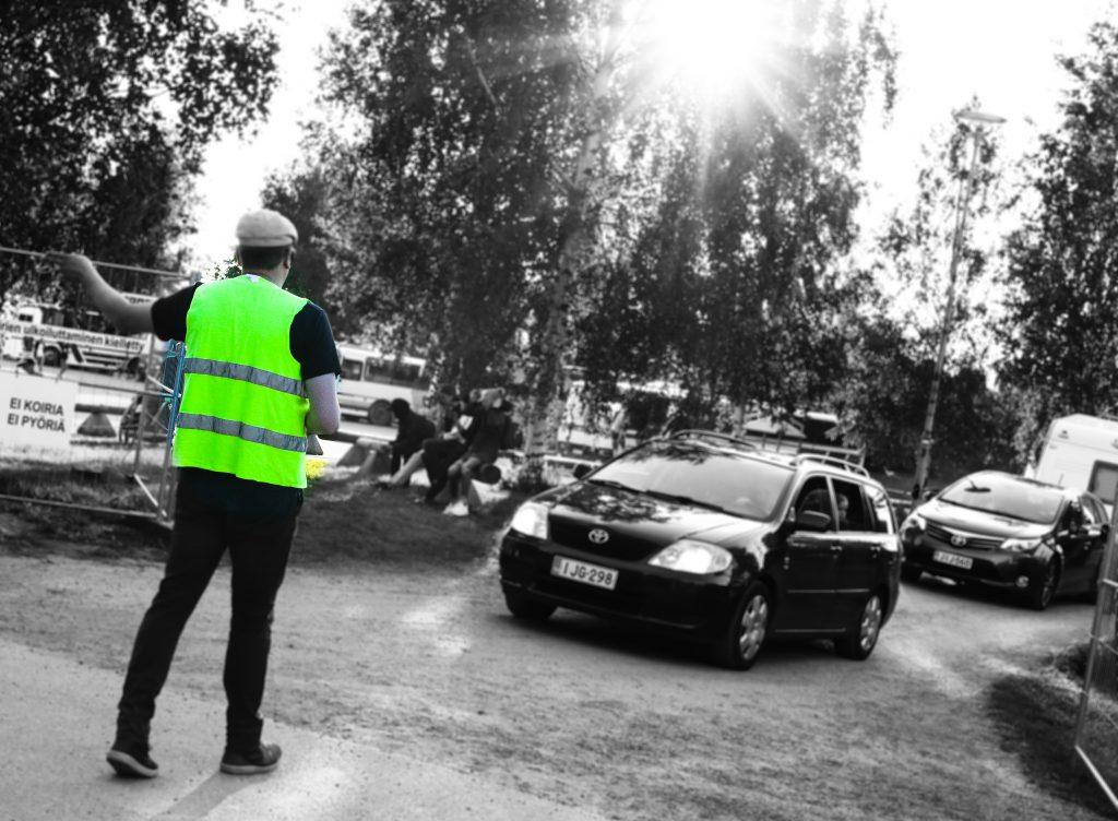 Liikenteenohjaaja Suviseuroissa